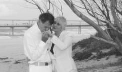 beach hand kiss bw